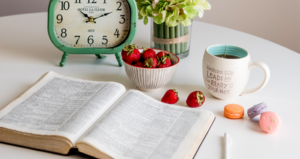 6 Ways (& 9 Tips) to Study Your Bible